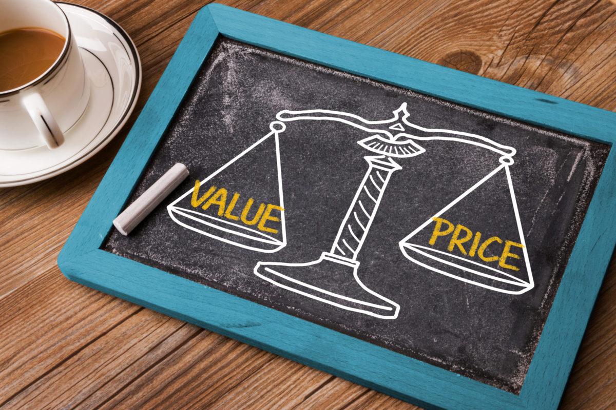コンテンツマーケティングに必要な費用は?必要な業務を分解して外注するタスクを決めよう